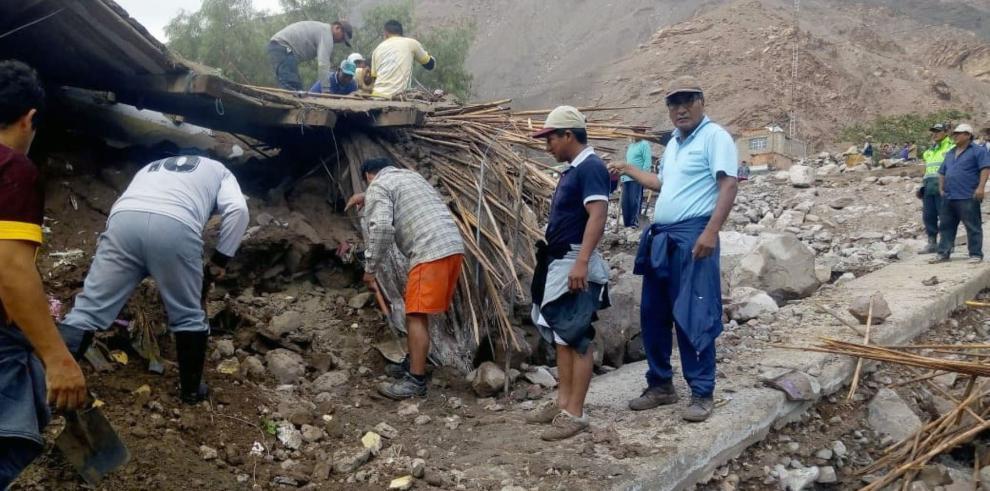 Un niño fallecido y dos desaparecidos por un deslizamiento en el sur de Perú