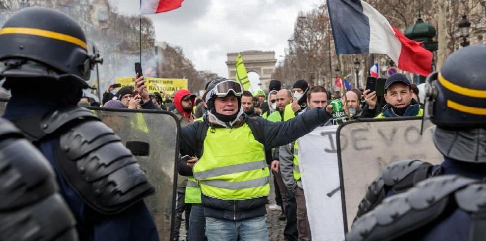 Chalecos amarillos vuelven a tomar calles de Francia