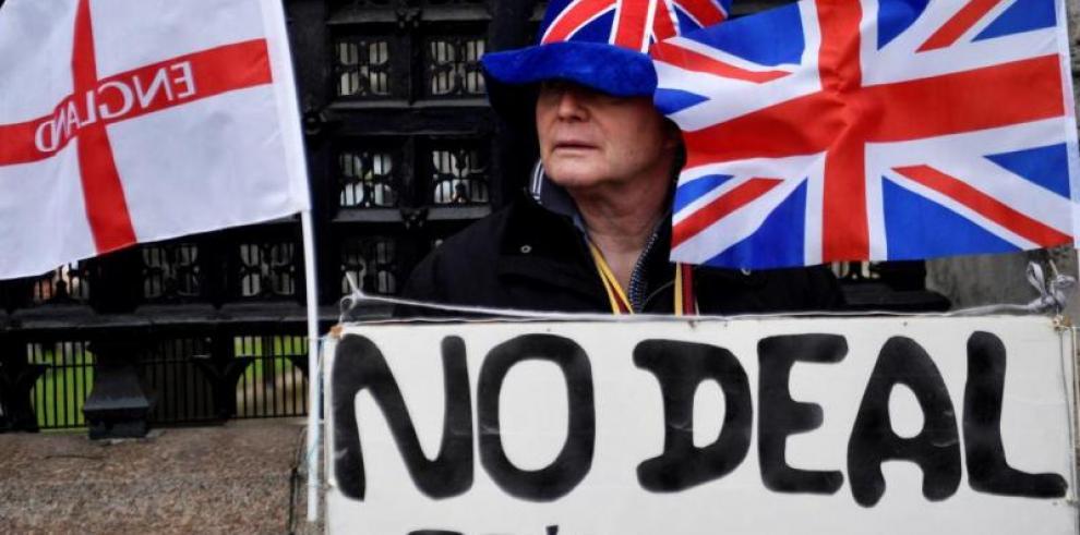 Reino Unido, hacia una salida dura de la UE ante el avance del partido del Brexit