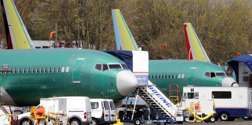 Órdenes y entregas de aviones Boeing 737 Max se desploman