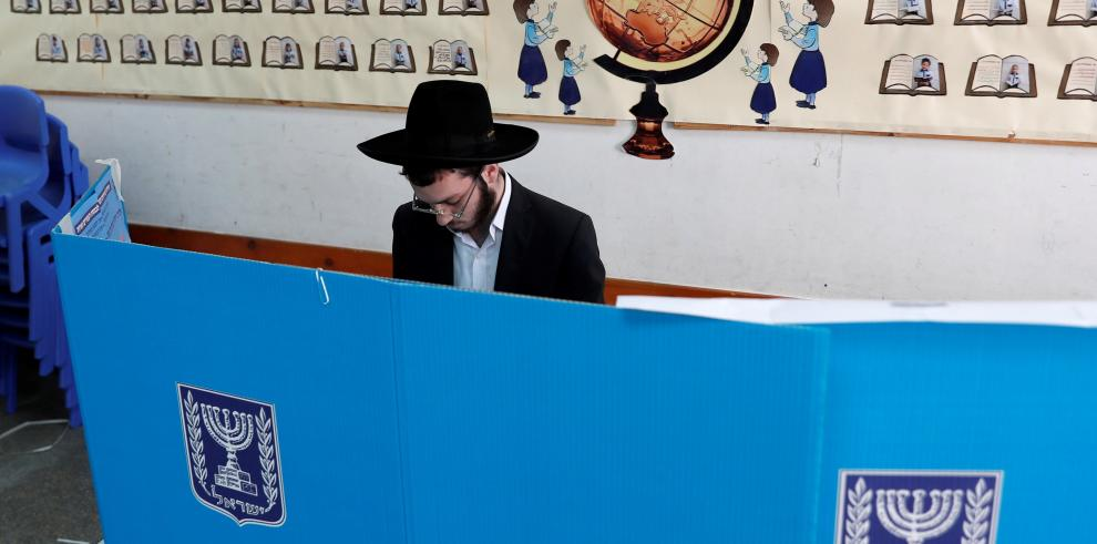 Netanyahu y Gantz, preocupados por la baja participación en los comicios