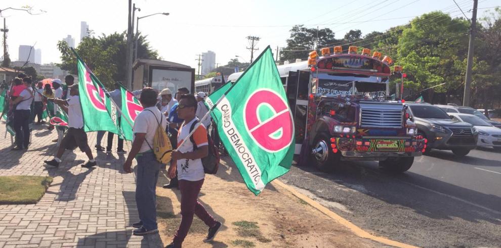 Seguidores de Martinelli protestan en la Plaza de la Democracia en el TE