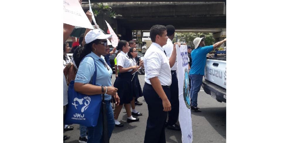 Congestión vehícular en la ciudad por protesta de estudiantes y jubilados