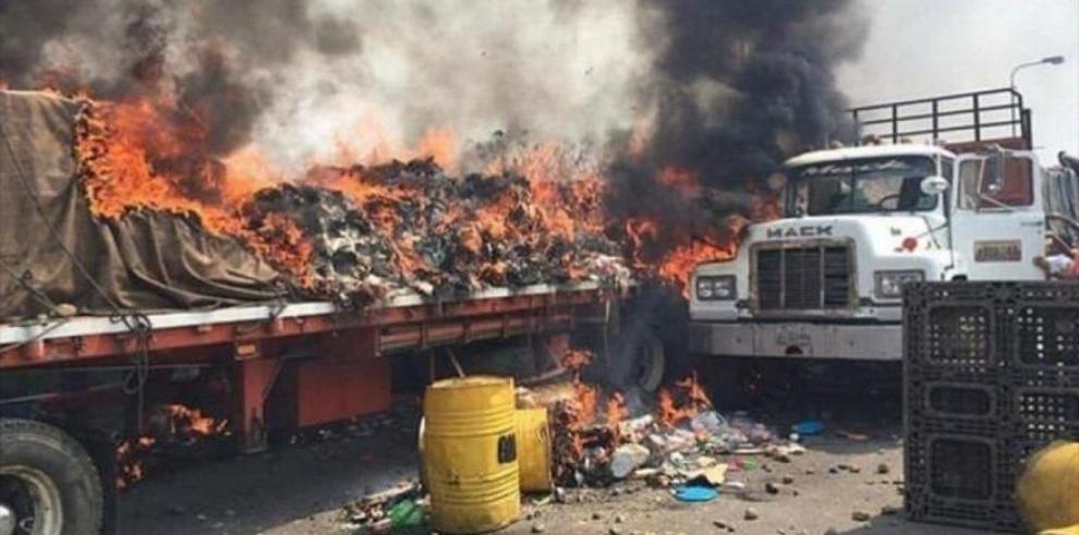 """Tachan de """"chavista"""" al NYT tras revelar que opositores quemaron """"ayuda humanitaria"""""""