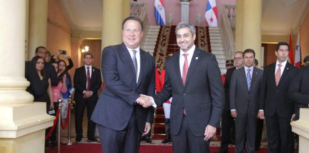 Varela busca fortalecer la cooperación bilateral y el turístico con Paraguay