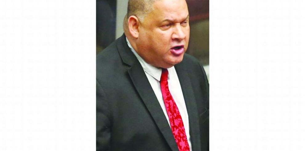 Robinson cuestiona al MEF por solicitud de traslados