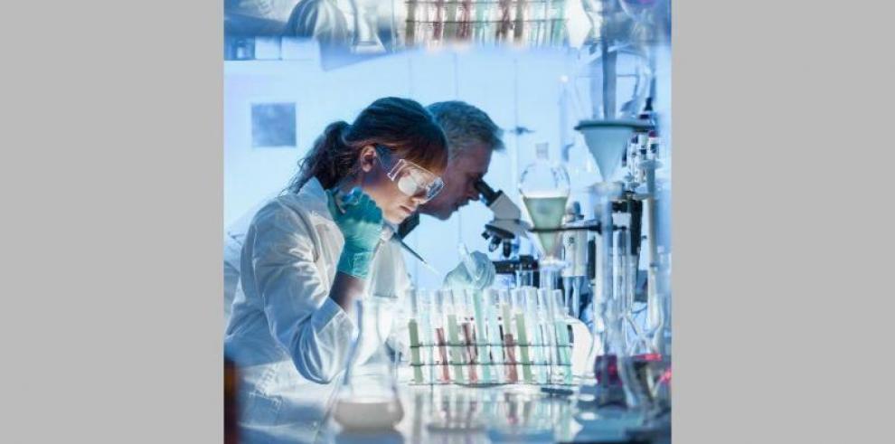 Científicas ecuatorianas reclaman reconocimiento en busca de nuevos avances