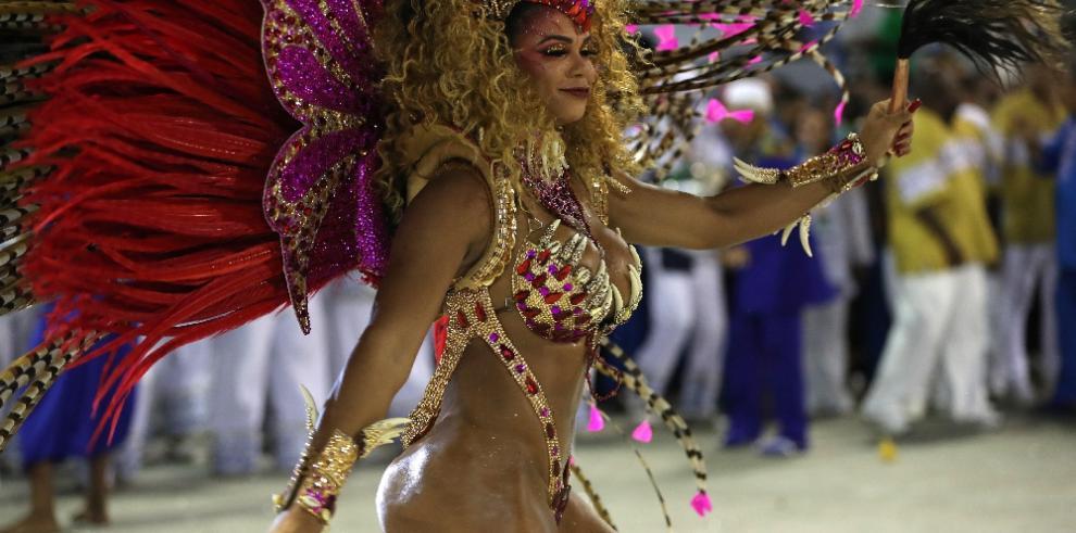Con críticas políticas se despiden los desfiles del Carnaval de Río