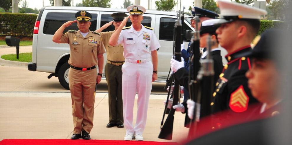 Comando Sur de EE.UU. ordena a militares venezolanos 'actuar correctamente'