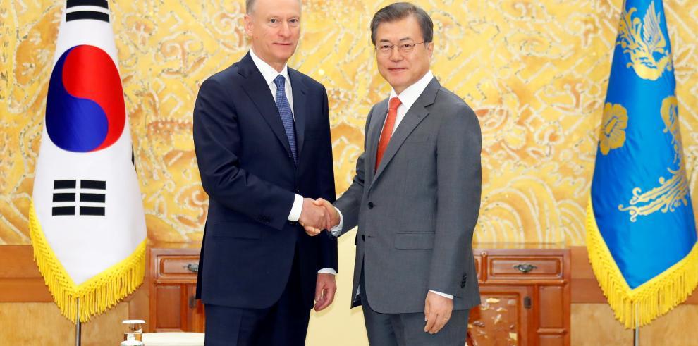 Moon espera que la cumbre Kim-Putin reactive el diálogo sobre desarme