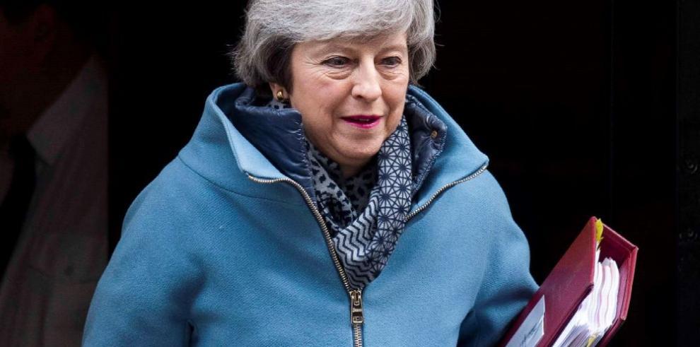 May pide unidad a sus diputados en la recta final del 'brexit'
