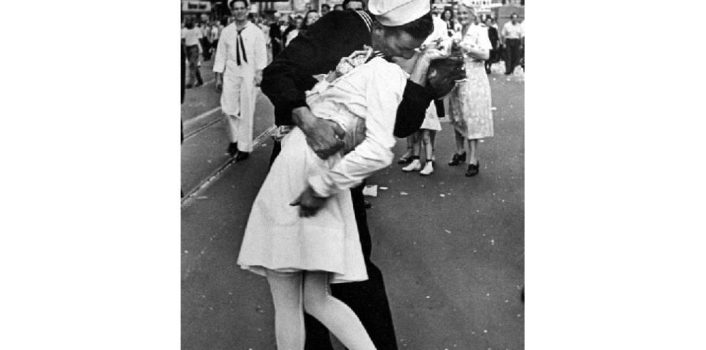 Fallece el marino de la famosa foto del beso en Nueva York tras la II Guerra