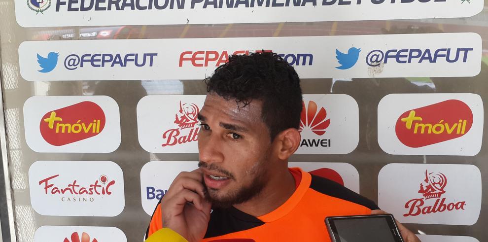 El mundialista panameño Calderón quiere parar a los goleadores de Houston