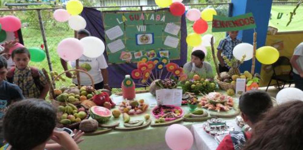 Colegio de Herrera fomenta el consumo de frutas y hortalizas con exposición