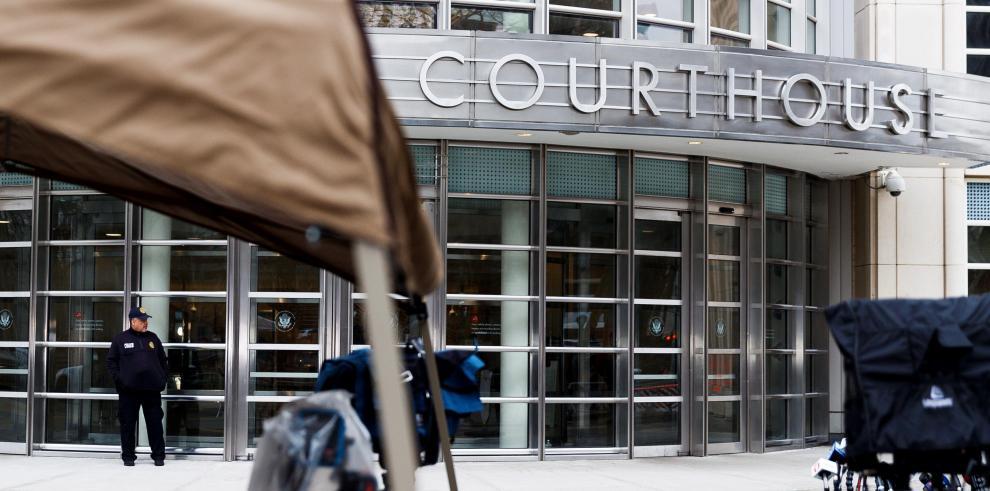 Arrestan en corte donde juzgan al Chapo a hombre que alegaba ser su familiar