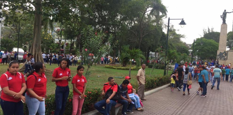 Trabajadores inician tradicional marcha por el 1 de mayo