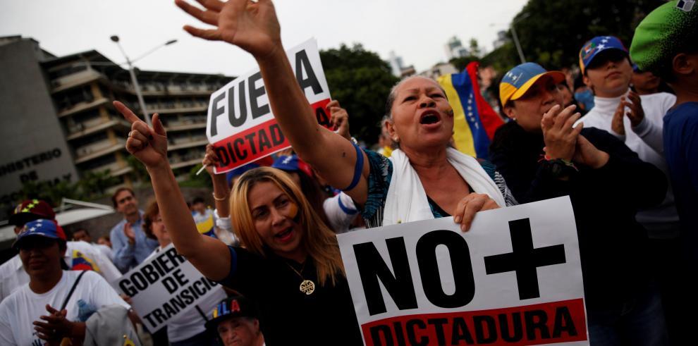 Venezolanos vuelven a las calles tras efímero levantamiento militar