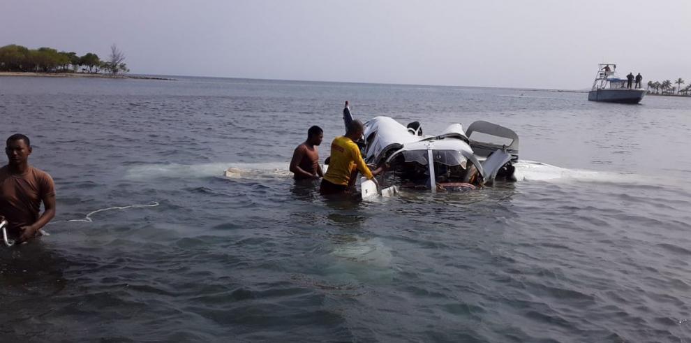 Cuatro muertos y un herido al caer avioneta en aguas del Caribe de Honduras