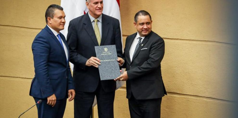 Director de Pandeportes pide cambiar asesor legal
