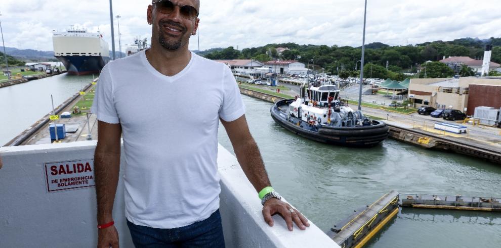 'La Brujita' Verón visita las esclusas de Miraflores del Canal de Panamá