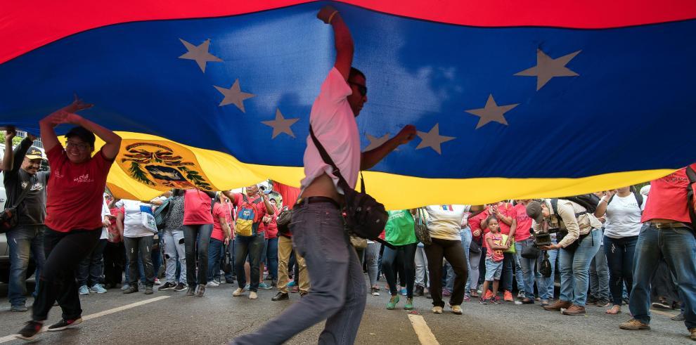Caracas busca estrechar lazos económicos con Moscú para afrontar la crisis