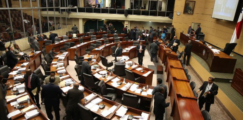 Pleno suspende otra vez debate que castiga la evasión