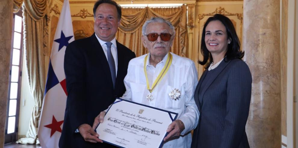 Varela entrega Orden Manuel Amador Guerrero al periodista Guillermo Sánchez Borbón
