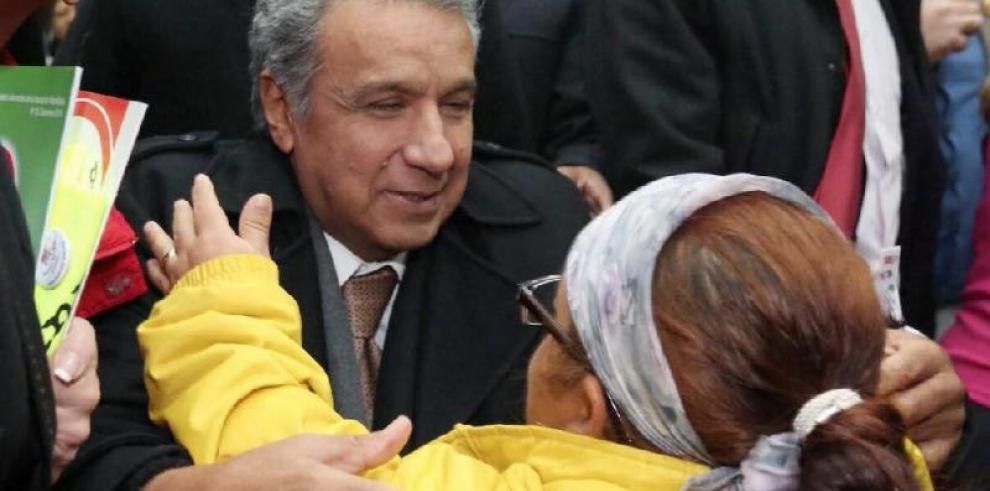 Presentan petición para revocar el mandato al presidente de Ecuador