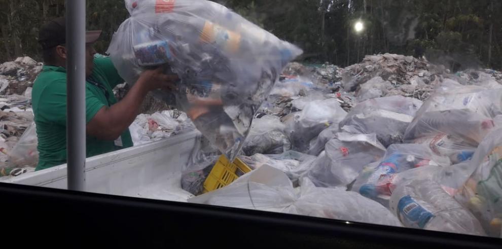 Recolectan una tonelada de basura en playa de Puerto Armuelles