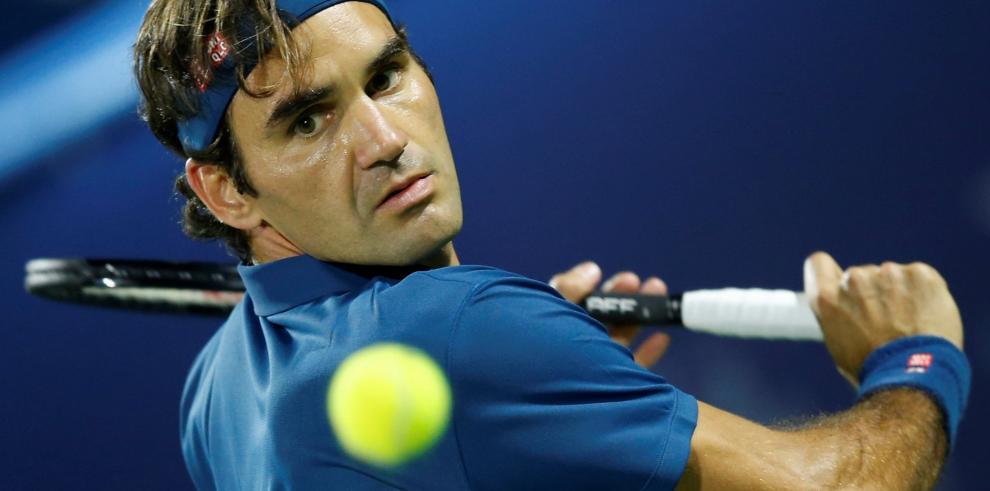 Federer busca su noveno titulo en Dubai frente a Tsitsipas