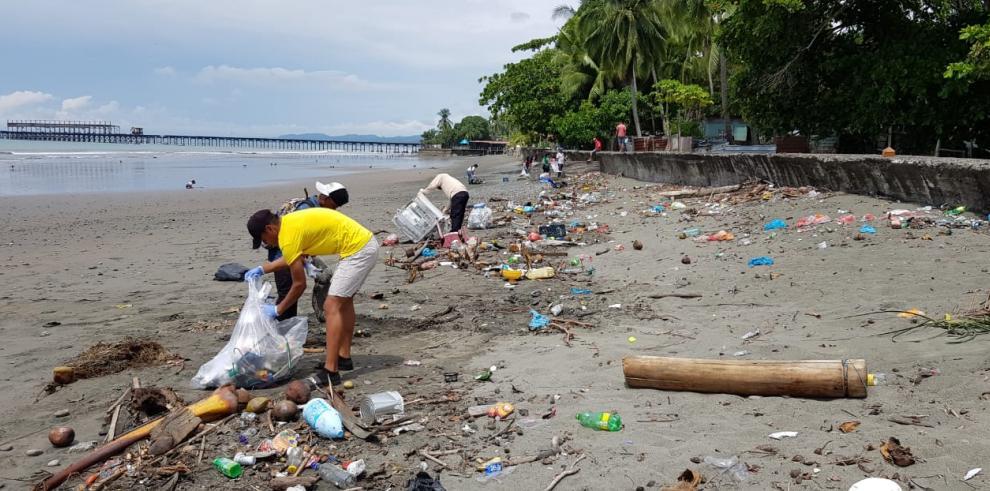 Retiran 4 toneladas de basura en playas de Chiriquí