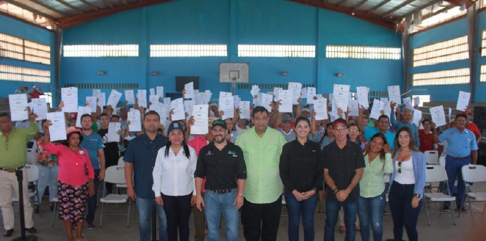 ANATI entrega 300 títulos de propiedad en Chiriquí