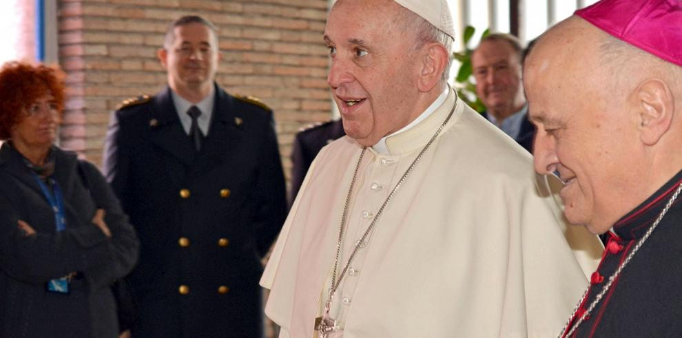 El papa Francisco emprende su viaje a Emiratos