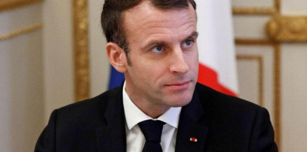 Macron trata con Zuckerberg la regulación del discurso del odio en internet
