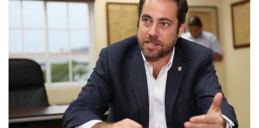 Etchelecu pide la renuncia del directorio del Panameñismo
