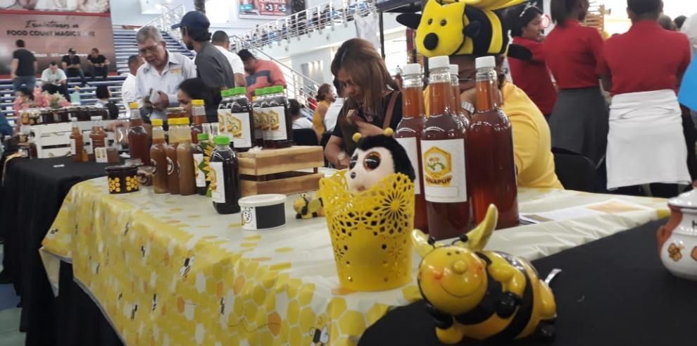 Primera Feria Nacional de la Miel reúne a apicultores
