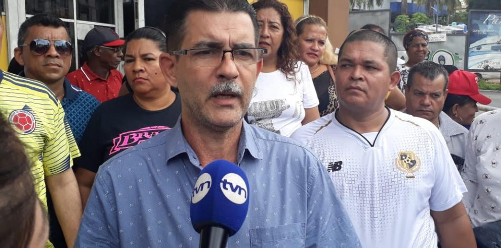 Extranjeros recolectan firmaspara que se sancione a la diputada Zulay Rodríguez