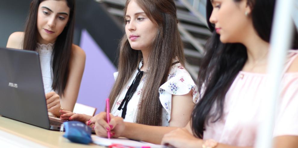 Las mujeres también pueden ser profesionales en Ingeniería, Ciencia y Tecnología