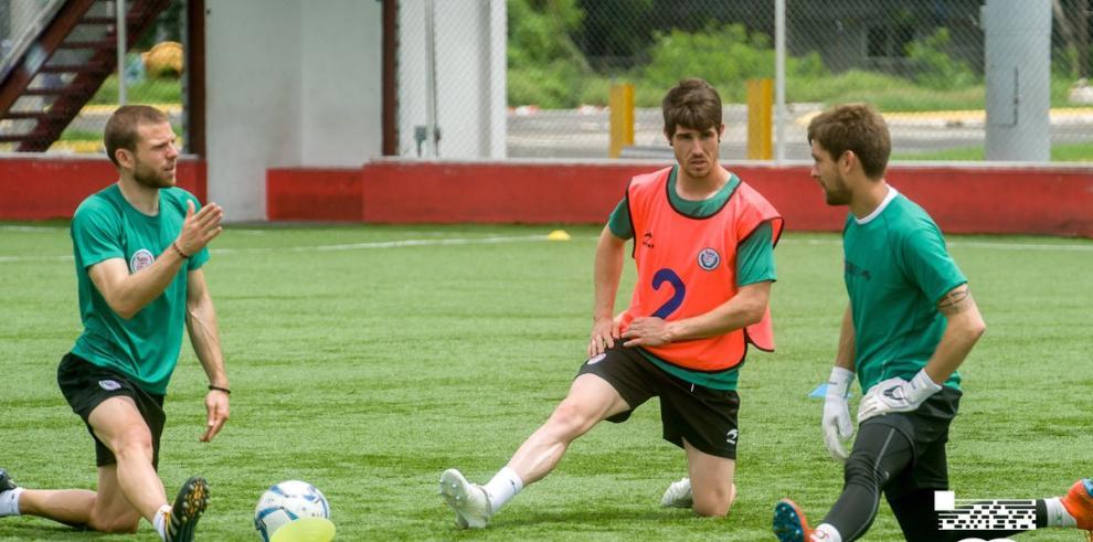 Julio Dely Valdés anuncia convocados para amistoso frente a selección Vasca
