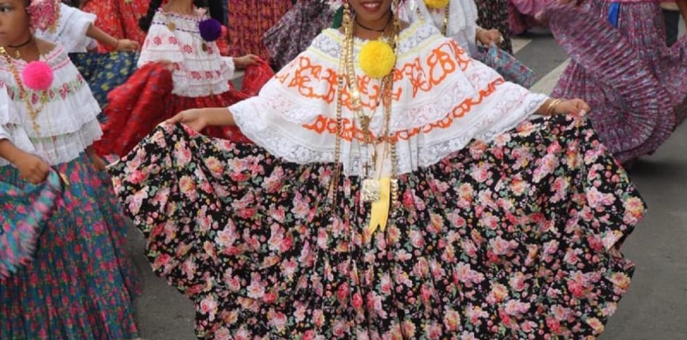 Primer desfile de la Pollera Picarona de Antón