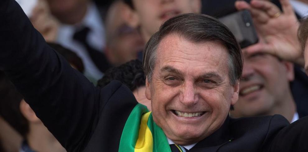 Bolsonaro inicia fisioterapia y dieta líquida por buena evolución poscirugía