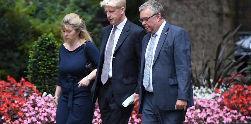 Dimite el hermano de Boris Johnson por 'tensiones irresolubles'