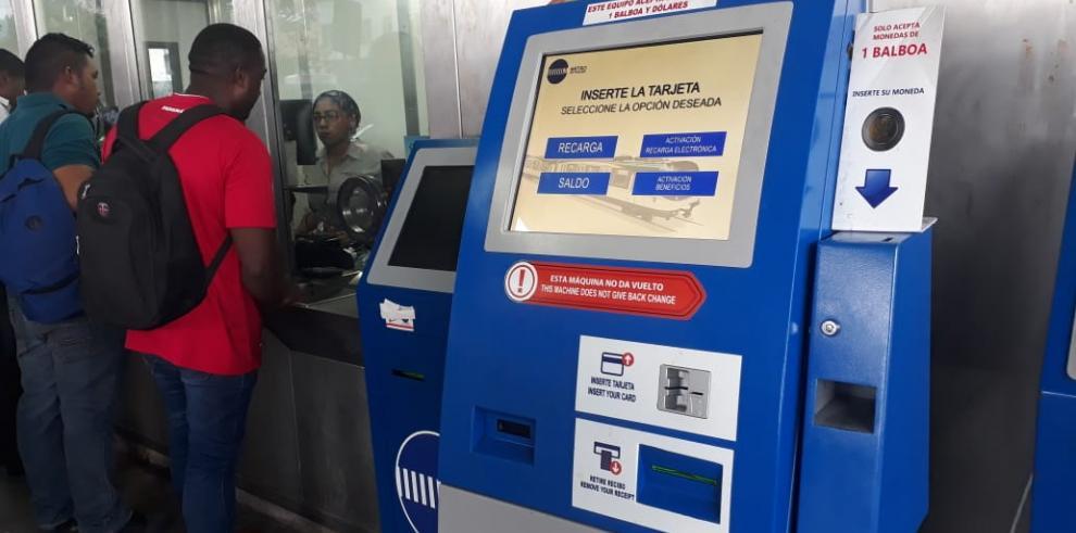 Usuarios de Metrobús y Metro podrán recargar con monedas de un dólar
