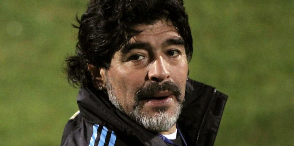 Maradona asume la dirección del club Gimnasia y Esgrima