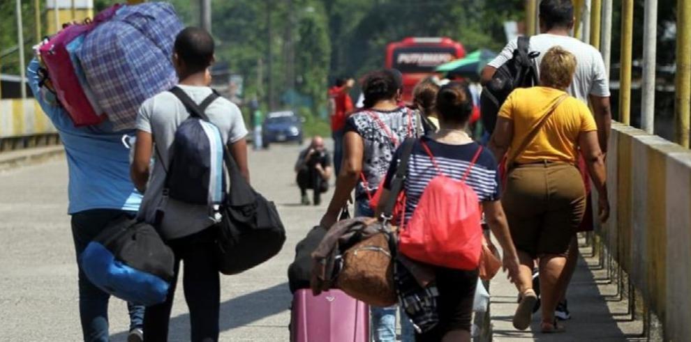 Ecuador acepta el tránsito de venezolanos hacia otros países