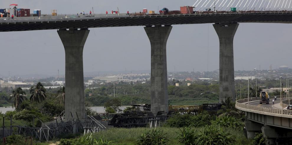 Sacyr termina de unir tablero de estructura del puente más ancho de A. Latina