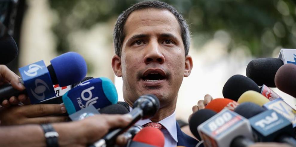 Guaidó dice que Gobierno de Maduro trata de distraer la atención con polémicas fotos