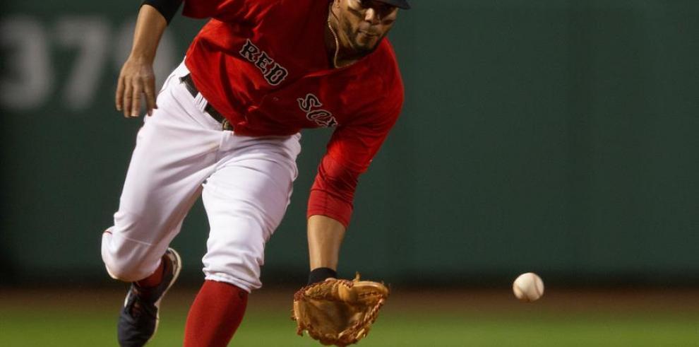 Calhoun pega dos jonrones; líderes Astros ganan; Medias Rojas empatan marca