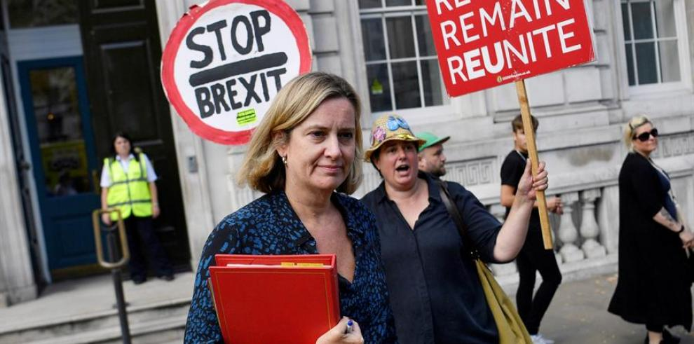 Dimite la ministra británica de Trabajo por la expulsión de 21 conservadores
