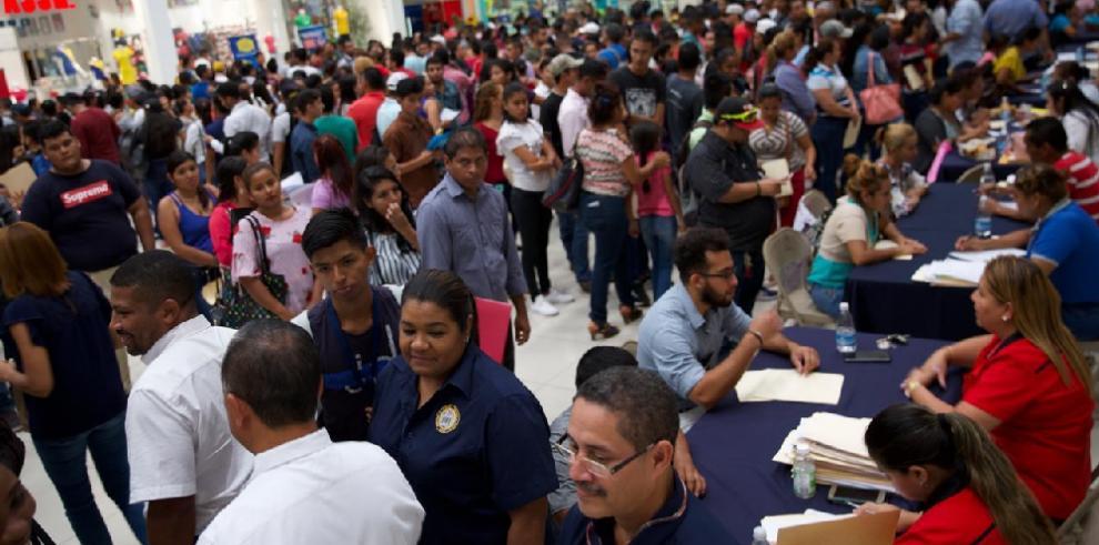 Cientos de panameños participación en feria de empleo en Veraguas